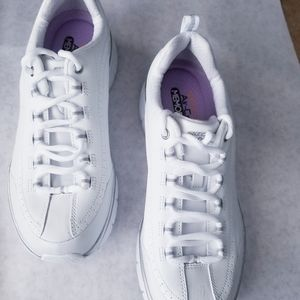 Sketchers NEW Elite white sneakers silver trim  9